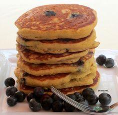 Quinoa Flour Blueberry Pancakes Recipe is a gluten-free breakfast that is a big fan favorite. Gluten Free Pancakes, Gluten Free Breakfasts, Gluten Free Desserts, Gluten Free Recipes, Blueberry Protein Pancakes, Gluten Free Blueberry, Quinoa Pancakes, Pumpkin Pancakes, Breakfast Desayunos