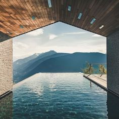 Incredible infinity pool in the Miramonti Boutique Hotel, St. Kathreinstraße Hafling-Meran, Southern Alps - designed by Tara Architekten Infinity Pools, Pool Bad, 8 Pool, Miramonti Boutique Hotel, Houses Architecture, Architecture Design, Landscape Architecture, Dream Pools, Cool Pools
