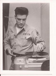 ELVIS RARE UNSEEN ARMY PHOTO 1959 CANDID ORIGINAL ESTATE FIND LOT