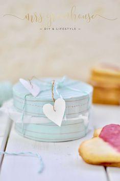DIY für eine kleine Verpackung zum Valentinstag. Ein süsses Geschenk mit einer leckeren Füllung herziger Hanseatenkekse. Rezept und DIY auf mrsgreenhouse.de
