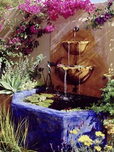 Mexican Style Garden Designs and Yard Landscaping Ideas. Side fountains are a great compromise for limited space. Mexican Style Garden Designs and Yard Landscaping Ideas. Side fountains are a great compromise for limited space. Spanish Revival, Spanish Style, Mexican Garden, Spanish Garden, Mexican Patio, Mexican Courtyard, Spanish Patio, Moroccan Garden, Tuscan Garden