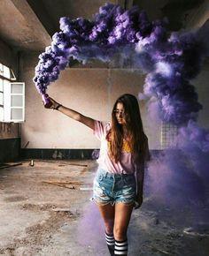 New Photography Ideas Portrait Woman Senior Pics Ideas Smoke Bomb Photography, Tumblr Photography, Girl Photography Poses, Creative Photography, Photography Office, Rauch Fotografie, Colored Smoke, Insta Photo Ideas, Photo Poses