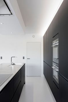Best Kitchen Designs with Stainless Steel Elements That Will Make Your Home Amazing - Best Home Ideal Refinish Countertops, Kitchen Cabinets And Countertops, Stainless Steel Countertops, Stainless Kitchen, Kitchen Countertop Materials, Beautiful Kitchen Designs, Best Kitchen Designs, Modern Kitchen Design, Open Plan Kitchen Living Room