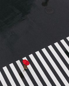 Red umbllera by Yoshiro Ishii on 500px Red And Black Wallpaper, Gothic Wallpaper, Black And White Picture Wall, Black And White Pictures, Popular Photography, Image Photography, Street Photography, Event Poster Design, Elements And Principles