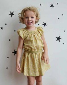 http://www.laqueueduchat.com/3010-3780-thickbox/la-robe-gold.jpg