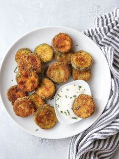 If you& staring at a pile of zucchini wondering how in the world you& going to use it all up, I& got just the recipe for you. These pan-fried zucchini chips pair well alongside whatever you& … Fried Zucchini Chips, Zucchini Pommes, Fried Zucchini Recipes, Zucchini Plants, Zucchini Squash, Chicken Zucchini, Fried Zuchinni, Zucchini Appetizers, Sauteed Zucchini