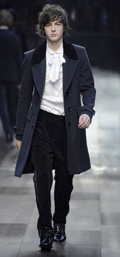 Looks Austenian. I VOTE THAT THIS BECOMES THE NEW MODERN FASHION.<<--ditto!