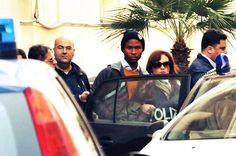 Nwajiobi Donald, 18enne nigeriano, ha confessato l'omicidio della 60enne Caterina Susca, strangolata l'11 novembre nella sua casa di Torre a mare,a sud di Bari.      http://tuttacronaca.wordpress.com/2013/11/14/ha-un-volto-lassassino-di-bari-e-un-18enne-nigeriano/