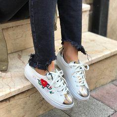 Fendi Beyaz Renk ve Beyaz kurdaleli Günlük Ayakkabı | Renkli Ayaklar
