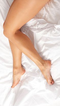 Our Bedding is Made in America from Supima cotton. Designed to sleep cool and keep you cozy 365 nights a year. Always in Style. Puts Comfort in your Life.Luxury Bed Linens For Less Beautiful Toes, Lovely Legs, Great Legs, Nice Legs, Feet Soles, Women's Feet, Photographie Art Corps, Pernas Sexy, Sexy Legs And Heels