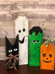 Fall Halloween, Halloween Crafts, Halloween Decorations, Heart Hands, Fall Decor, Projects To Try, Clock, Craft Ideas, Signs