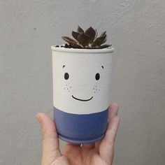 Recycled Decor, Recycled Tin Cans, Diy Crafts Hacks, Diy Crafts For Kids, Tin Can Crafts, Arts And Crafts, Plant Projects, Flower Pot Crafts, Decoration