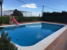 Descubre este chalet en Calicanto venta totalmente espectacular con jardín y piscina privadas muy cuidadas.