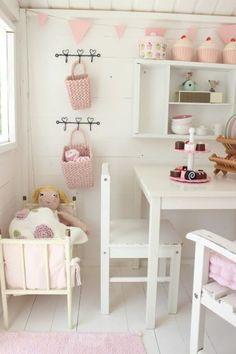 kinderspielhaus interieur rosa weiß
