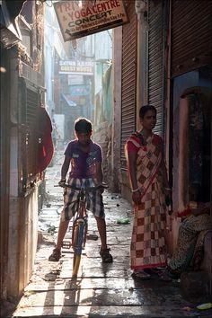 Yoga center . Varanasi Places To Travel, Places To See, Bike India, Mother India, Amazing India, Varanasi, Agra, City Streets, India Travel