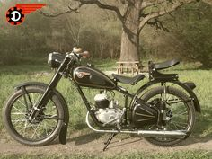 European Motorcycles, Cars And Motorcycles, Super 4, Eastern Europe, Vespa, Budapest, Tractors, Vehicles, Old Bikes