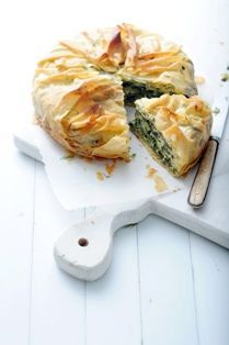 "Spinazie en feta taart met filodeeg-Spinach and feta cheese ""cake"" with filo dough x Pureed Food Recipes, Greek Recipes, Vegetarian Recipes, Cooking Recipes, Quiches, Feel Good Food, I Love Food, Cocina Light, Happy Foods"