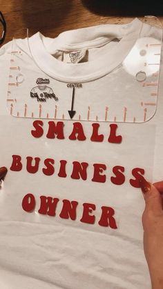 Best Small Business Ideas, Small Business Plan, Small Business Organization, Clothing Packaging, Tshirt Business, Small Business Marketing, Business Fashion, Diy Clothes, Printed Shirts