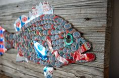 Folk Art bottle cap fish made from vintage steel soda cans and vintage and a few modern bottle caps. Bottle Top Art, Bottle Top Crafts, Bottle Cap Table, Bottle Cap Projects, Beer Bottle Caps, Plastic Bottle Crafts, Diy Bottle, Top Craft Beers, Beer Cap Crafts