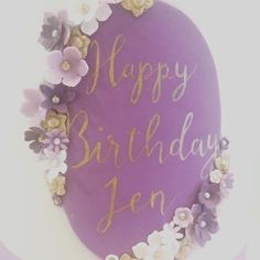 Hand painted calligraphy like this one we did is a HUGE trend this year such a gorgeous stylish way of personalising a cake no matter the occasion! #cakeart #moderncalligraphy #birthdaycake #cakecalligraphy