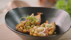 Open Keuken met Sandra Bekkari: Gevulde zoete aardappel met kikkererwten | VTM Koken Cantaloupe, Potato Salad, Healthy Recipes, Healthy Food, Foodies, Veggies, Potatoes, Vegetarian, Lunch