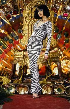 John Galliano Fall 1997 Ready-to-Wear Fashion Show Collection 90s Fashion, Couture Fashion, Fashion Art, Runway Fashion, Fashion Brands, Fashion Show, Fashion Scarves, Dior Couture, Fashion Designers
