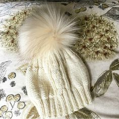 Stricken Anleitung :The Piece of Cake Cable Hat Easy Baby Knitting Patterns, Baby Patterns, Knit Patterns, Knitted Romper, Knitted Hats, Newborn Photo Props, Piece Of Cakes, Knitting For Beginners, Winter Hats