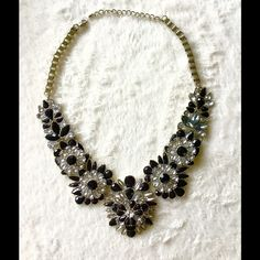 Gorgeous high quality statement necklace Add this to your outfit to gain impact. Has adjustable chain. Jewelry Necklaces