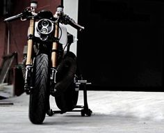 Yamaha RD 350 Cafe Racer by Moto Exotica #motorcycles #caferacer #motos | caferacerpasion.com