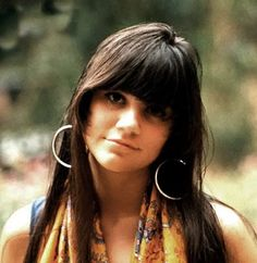 Linda Ronstadt.....my other favorite singer. I first saw her at Disneyland when she was singing with the Stone Poneys...she looked like this picture :)