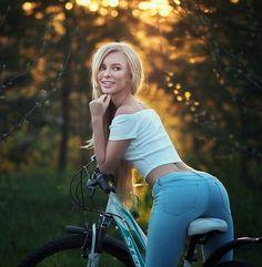 Model @vpichkurova  Еду в Москву ph @sean_archer_photo  #bicycle #cycling #blond #blonde #photography #instastyle #bloggerstyle #naturalbeauty #model #photoshoot #fashionshoot #sport #sports #bikinimodel #blondegirl #fitnessmotivation #велосипед #прогулка #фитнес #джинсы #портрет #portrait #екатеринбург by fusemagazineonline