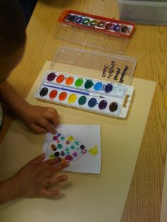 Kindergarten and Mooneyisms: Quick and Easy Christmas Decoration - a Fingerprint Tree!