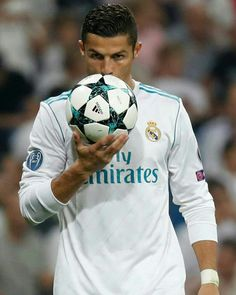 Real Madrid v Apoel World Best Football Player, Real Madrid Football Club, Soccer World, Football Players, Cristiano Ronaldo Portugal, Cristiano Ronaldo Juventus, Cristino Ronaldo, Ronaldo Football, Cr7 Jr