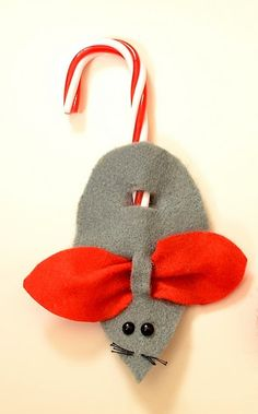 Cute felt Christmas Mouse to top your gifts!
