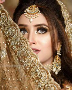Pakistani Wedding Dance, Pakistani Bridal Makeup, Bridal Sari, Pakistani Bridal Dresses, Bridal Hair And Makeup, Pakistani Clothing, Cute Maternity Outfits, Bridal Outfits, Mehendi Outfits