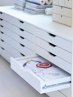ALEX drawer unit on casters, by IKEA. This picture shows 2 of them side by side. For my craft room. Craft Room Storage, Craft Organization, Craft Rooms, Organizing Kids Artwork, Kids Art Storage, Alex Drawer Organization, Ikea Storage Units, Art Studio Storage, Makeup Organization