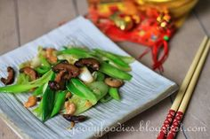 Ingredients with auspicious-sounding names are sought-after during Chinese New Year. For this reason, leeks 蒜  are commonly served as the na...