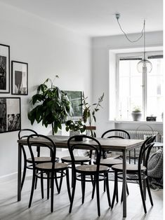 my scandinavian home: Small space inspiration from a Swedish home Room Interior Design, Dining Room Design, Interior And Exterior, Dining Area, Dining Table, Dining Rooms, Grey Hardwood Floors, Swedish House, Small Space Gardening