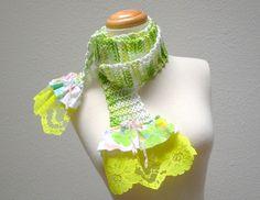 acebo ir vivaz.  de punto de algodón bufanda.  accesorios de moda eco de verano ligero.  volantes de encaje Tela floral del vintage.  verde blanco amarillo