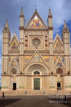 Orvieto Duomo. Orvieto is a city n commune in province of Terni, Southwestern Umbria_ Italy. Situated in de flat summit of a large butte of volcanic tuff.