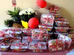 Ideia para servir frutas em uma aniversário com o tema picnic.