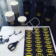 Ideas fiesta de Batman                                                                                                                                                                                 Más Fiesta Batman Lego, Lego Batman Party, Batman Birthday, Superhero Birthday Party, Boy Birthday Parties, Batman Batman, Batman Stuff, Batman Party Supplies, Wonder Woman Party