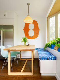 Idea for sliding dining table and chairs to wall attached seats/shelves Combine the corner bench with a couple of Eames Molded Plastic Chairs Corner Bench Kitchen Table, Kitchen Storage Bench, Kitchen Table Chairs, Kitchen Seating, Kitchen Benches, Bench With Storage, Wood Table, Table And Chairs, Dining Table