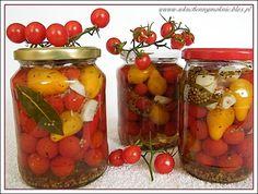 Pomidory zjadamy na bieżąco ile się da, te duże i te malutkie koktajlowe. Ale to co zbywa, rozdaję znajomym lub robię z nich przetwory na zimę. Jednakże jak się