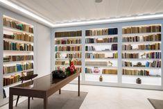 Lisboa Pessoa Hotel, Lizbona – aktualne ceny na rok 2020 Bookcase, Spa, Hotels, Shelves, Home Decor, Lisbon, Shelving, Homemade Home Decor, Book Shelves