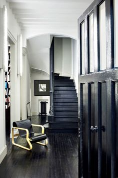 Her home.#FrancaSozzani 's home was minimalistic. Exquisite.  #Fashion and #architecture  .   #ConectandoEstiloDeVida  #ANGELICABehm #MiamiLovers