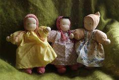 such sweet babies Waldorf Crafts, Waldorf Toys, Steiner Waldorf, Dollhouse Family, Dollhouse Dolls, Tiny Dolls, Soft Dolls, Homemade Dolls, Bear Doll