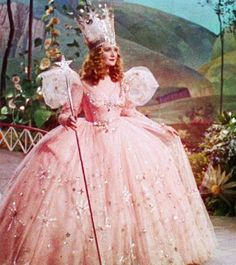 Billie Burke, The Wizard of Oz - It doesn't get much more pouf-y and fabulous than Glinda the Good Witch's classic pink and glittery costume in The Wizard of Oz. Wizard Of Oz Movie, Wizard Of Oz 1939, Dorthy Wizard Of Oz, Keira Knightley, Glenda The Good Witch, Billy Burke, Witch Dress, The Worst Witch, Look Thinner