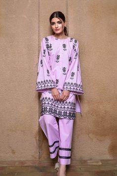 Cute Dresses, Casual Dresses, Suit Styles, Kurta Style, Suit Prices, Pakistani Dresses Casual, Trouser Suits, Suit Fashion, Clothes For Sale