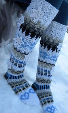 Knitted Boot Cuffs, Knit Boots, Knitted Slippers, Wool Socks, Knitting Socks, Hand Knitting, Knitting Patterns, Designer Socks, Womens Slippers